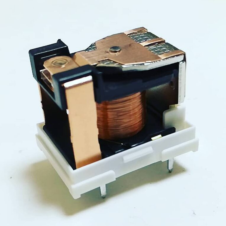 Omron relay with removed outer case